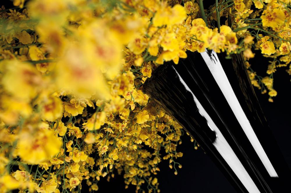 Flower Set Arrangement Sayonara, Black Vase and Yellow Flowers, Italy_6
