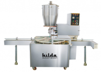 Filling machine with hopper piston system