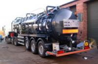 Articulated vacuum tanker