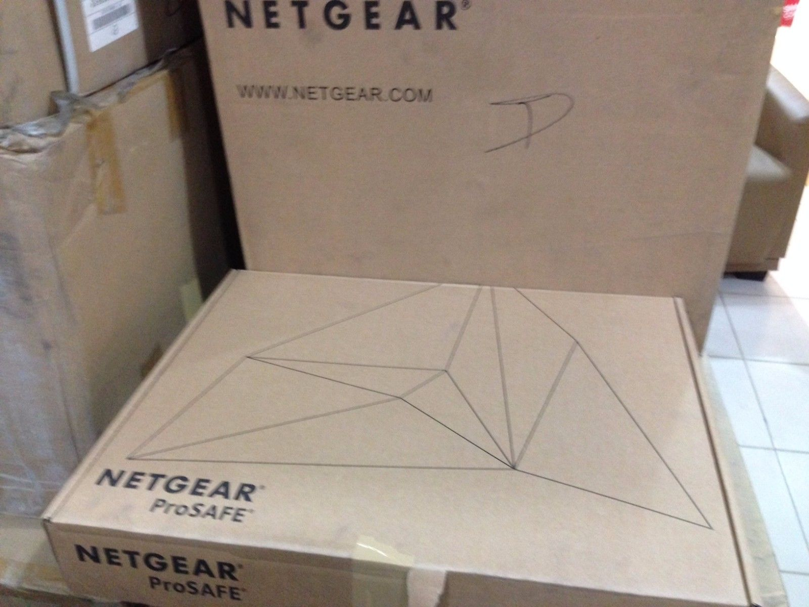 NETGEAR GS752TXP-100NES 52 PoE+ Port Gigabit Stackable Smart Switch Layer 3_2
