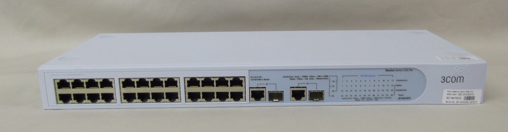3Com Baseline 10/100 Switch 24 Port Plus 2 3C16475CS_2