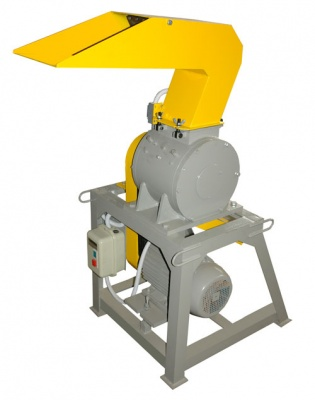D-300 flowing plastic waste crushing equipment