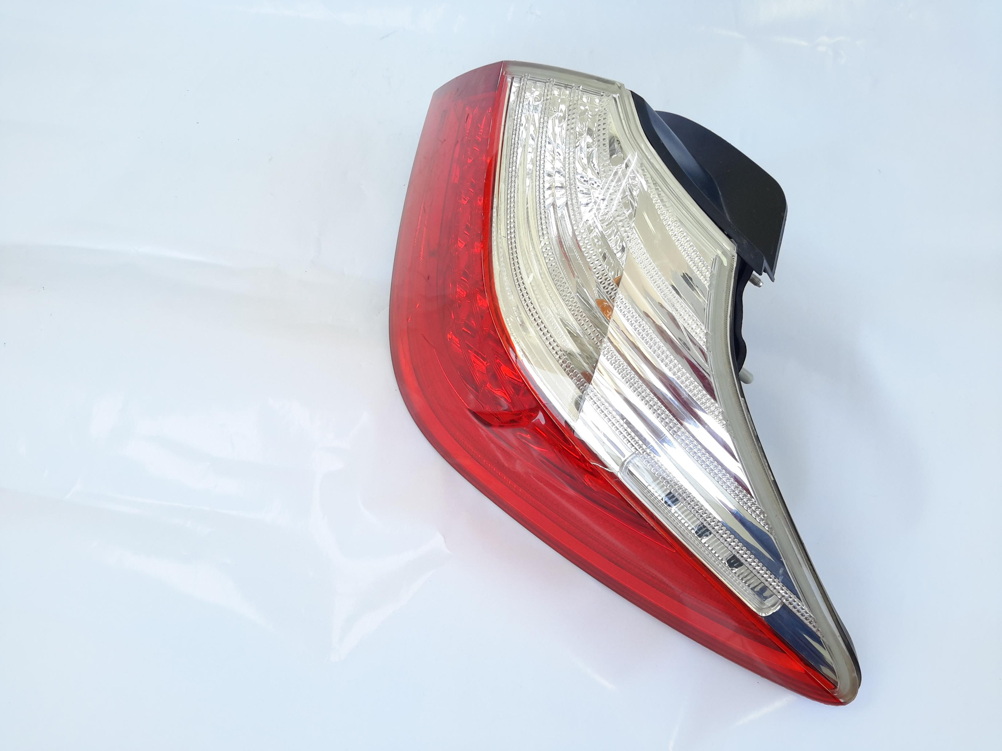 Hyundai genesis 2010 stpolight