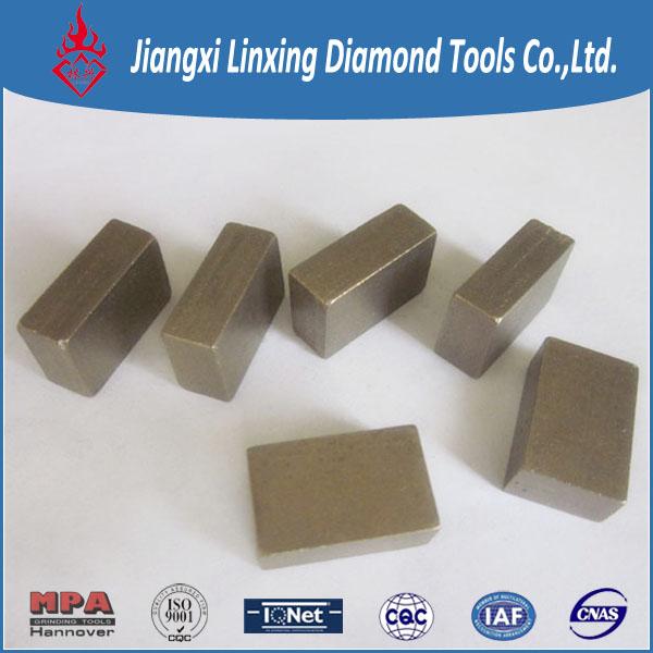 Block cutting segment for sandstone
