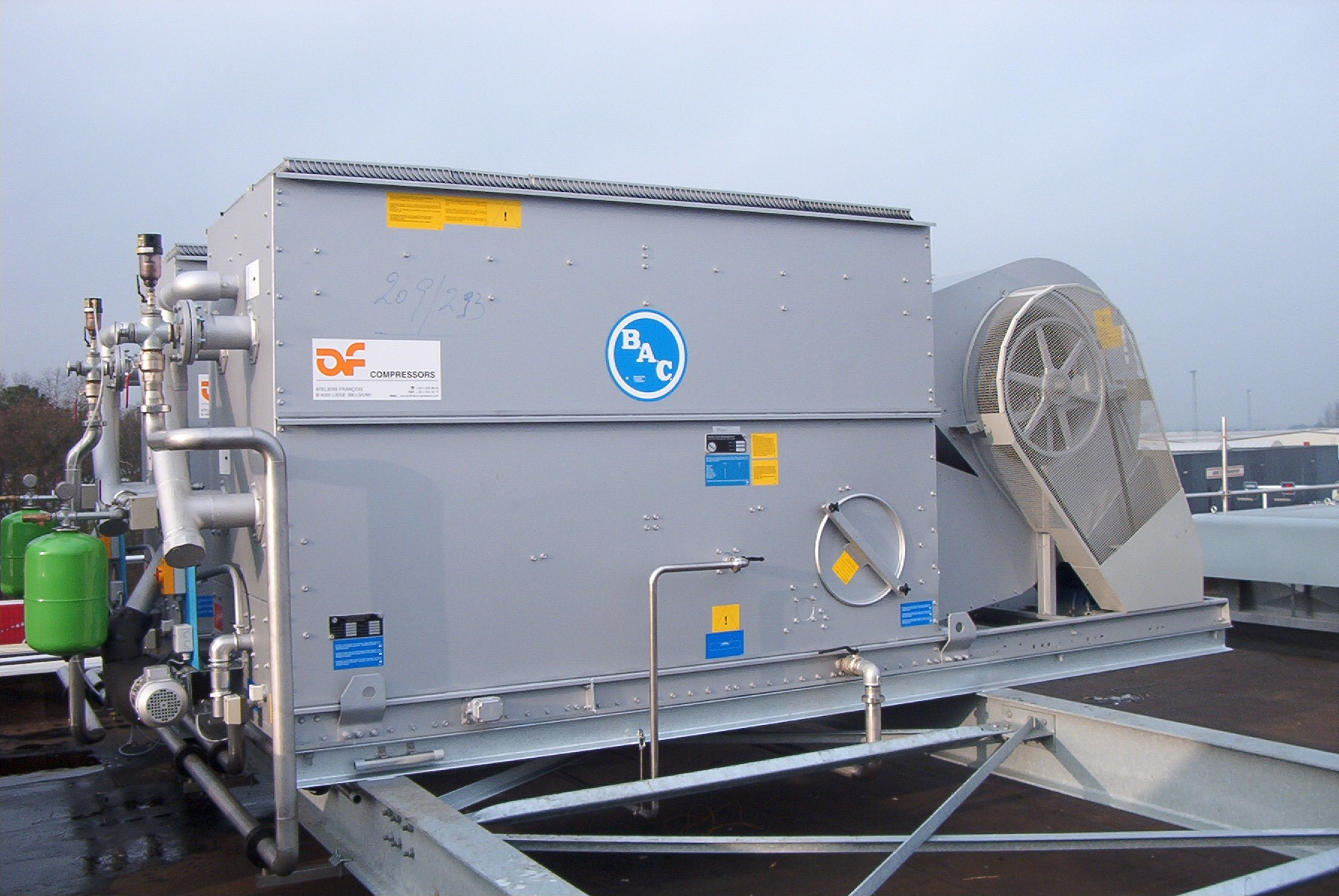 Evaporative closed loop cooling towers