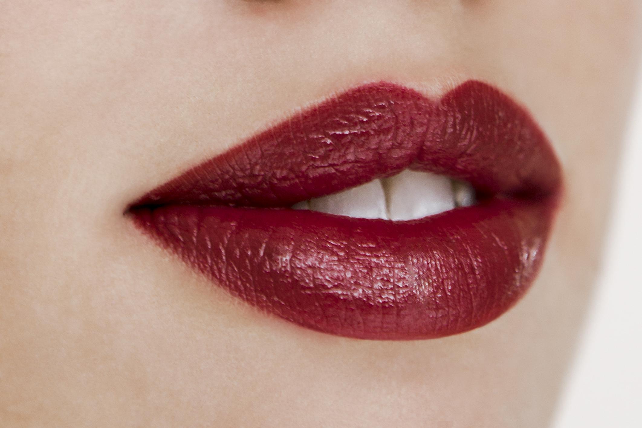 Pout case lipstick