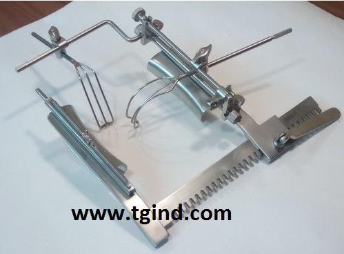 Mitral valve retractor