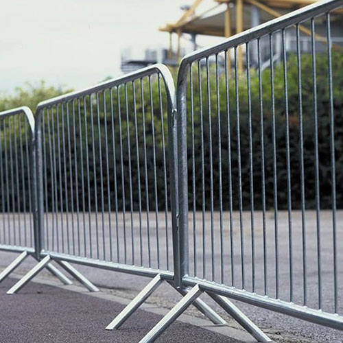 Fixed leg mobile fence