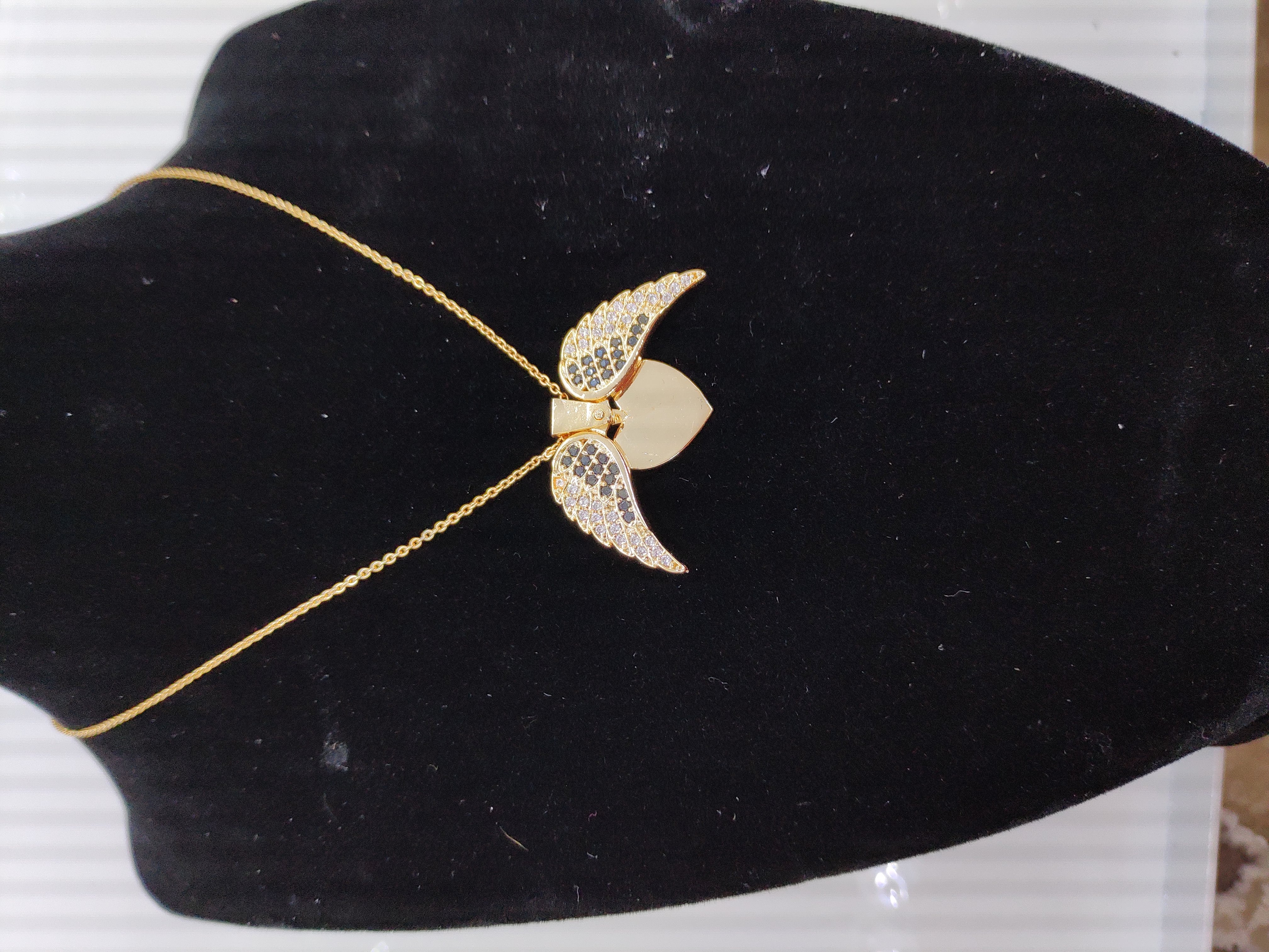 قلادة مطلية بالذهب مع الزركون الممتاز. لا يسبب الحساسية ، لا تغميق / gold plated necklace with premium zircon. does not cause allergies, does not darken