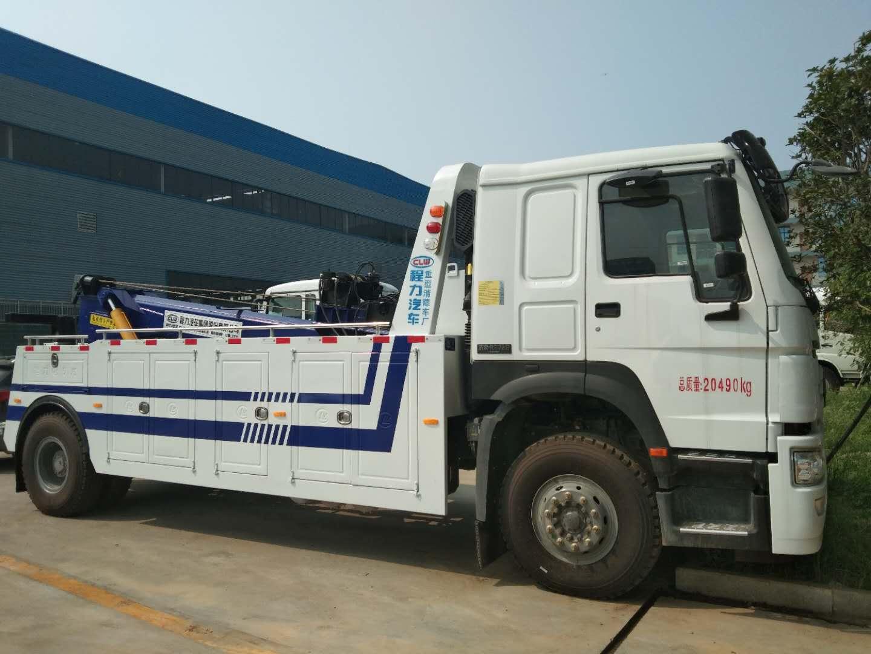 Road rescue wrecker trucks with crane