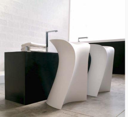 Freestanding wash basin