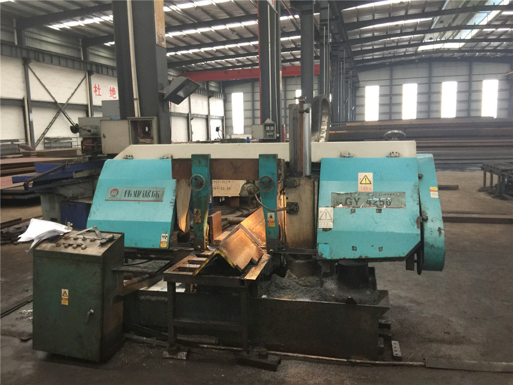 Hydraulic horizontal saw mill