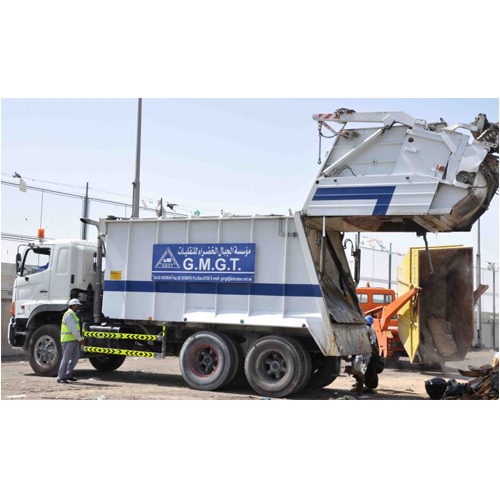 Refuse compactor for domestic waste disposal