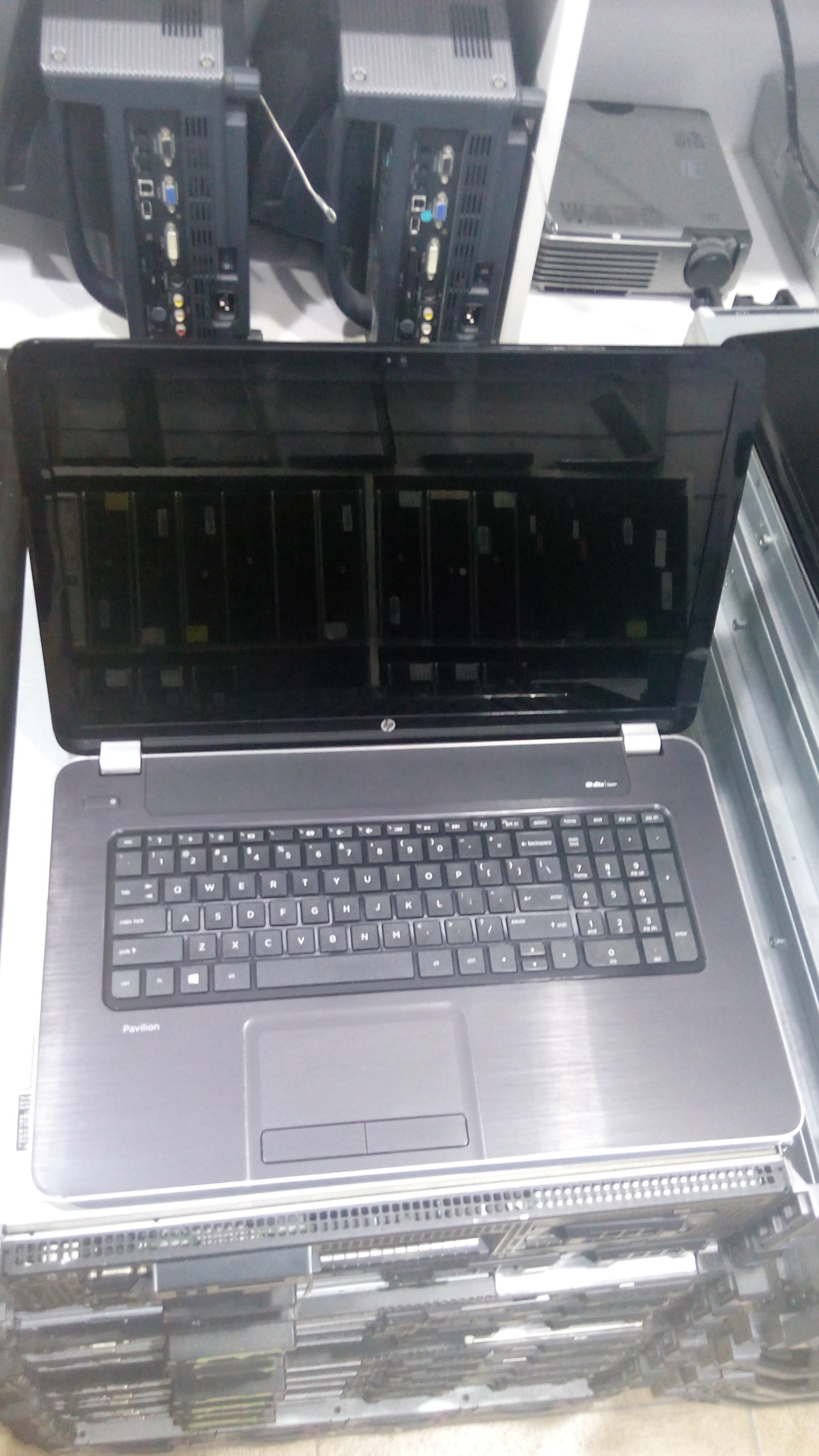 HP Pavilion AMD A10 (17-E186NR)_4